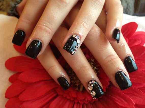 Black-Acrylic-Nails-with-Diamonds