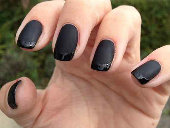 Dark-Black-and-Glitter-Dark-Cool-Shellac-Nails-UK-915x685
