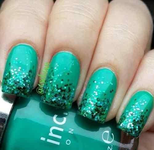 Green nails photos (4)
