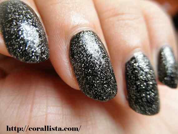 NOTD-Orly-Nail-Enamel-Black-Out-+-Revlon-Top-Speed-Nail-Enamel-Comet-2-1024x768