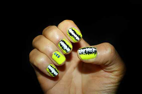 Yellow Nails - Unas amarillas (35)