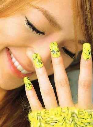 Yellow Nails - Unas amarillas (47)