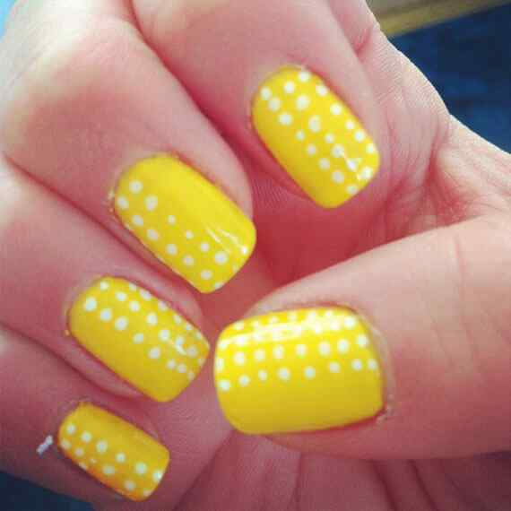 Yellow Nails - Unas amarillas (49)