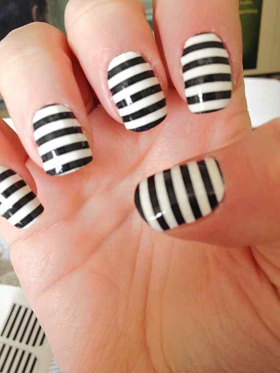 black-white-stripe-nails