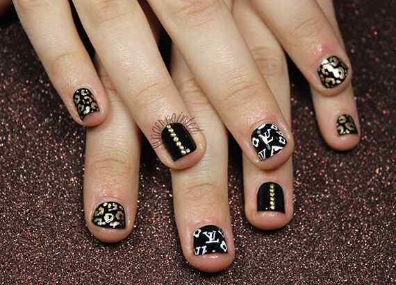 cheetsh-studs-black-and-gold-nails