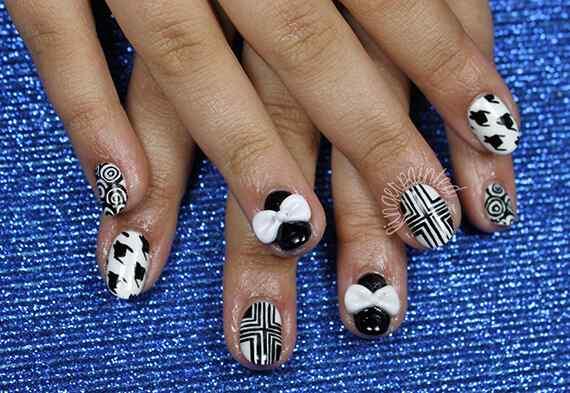 gemometric-black-white-nails