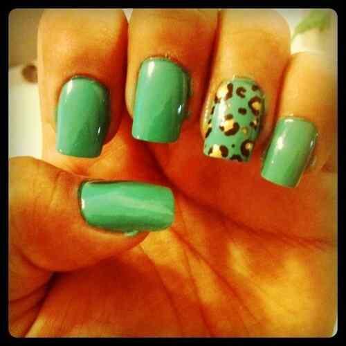 Green nails photos (14)
