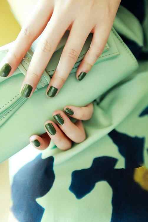 Green nails photos (3)