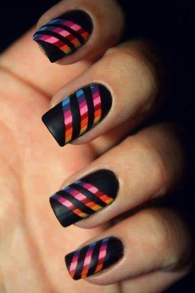 Diseño de uñas a rayas multicolor 2