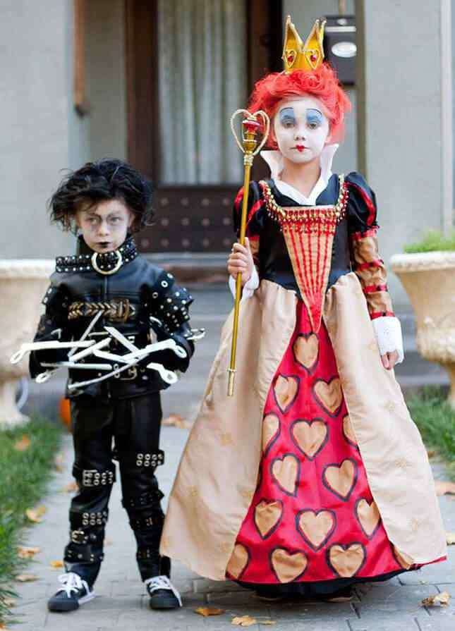 10-Queen-halloween-costumes