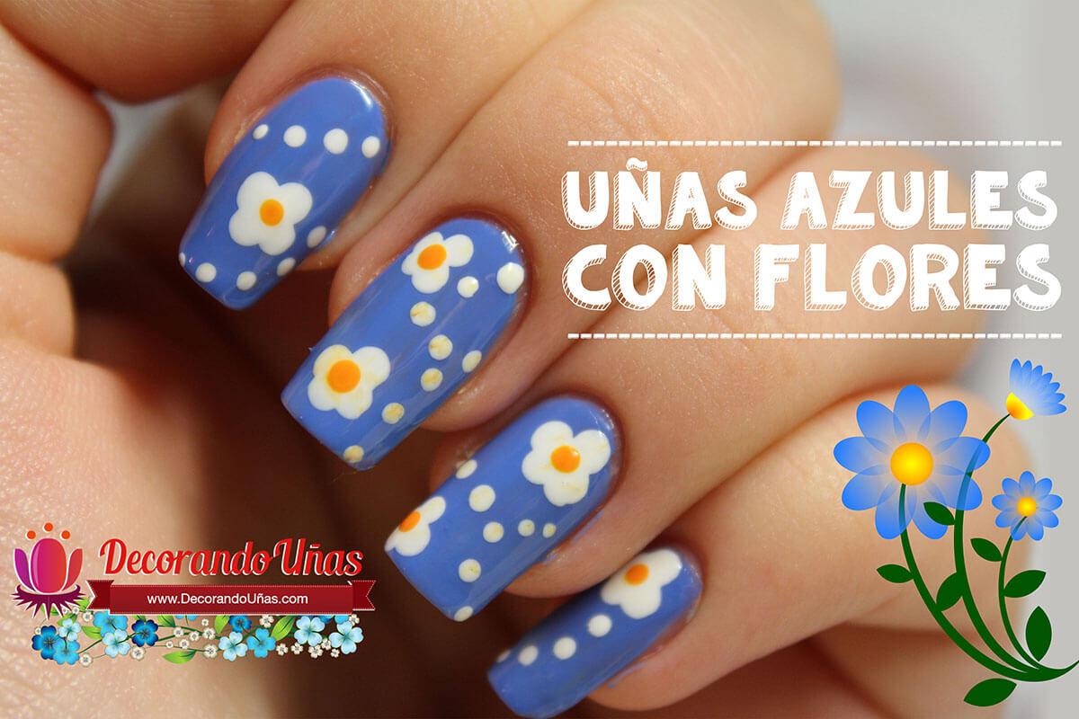 unas-azules-con-flores