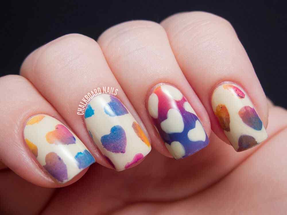 unas pintadas con corazones nail art (2)
