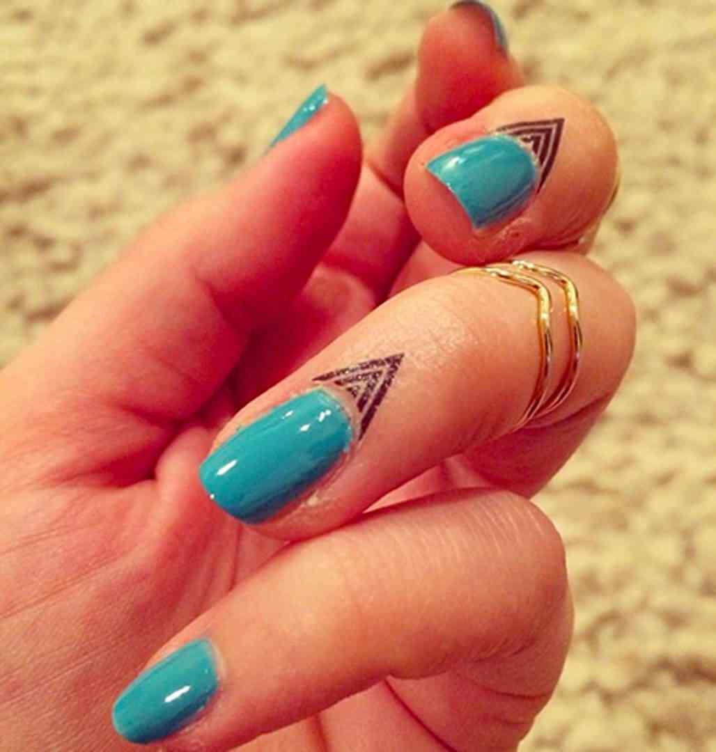 cuticle tattoo nail art (4)
