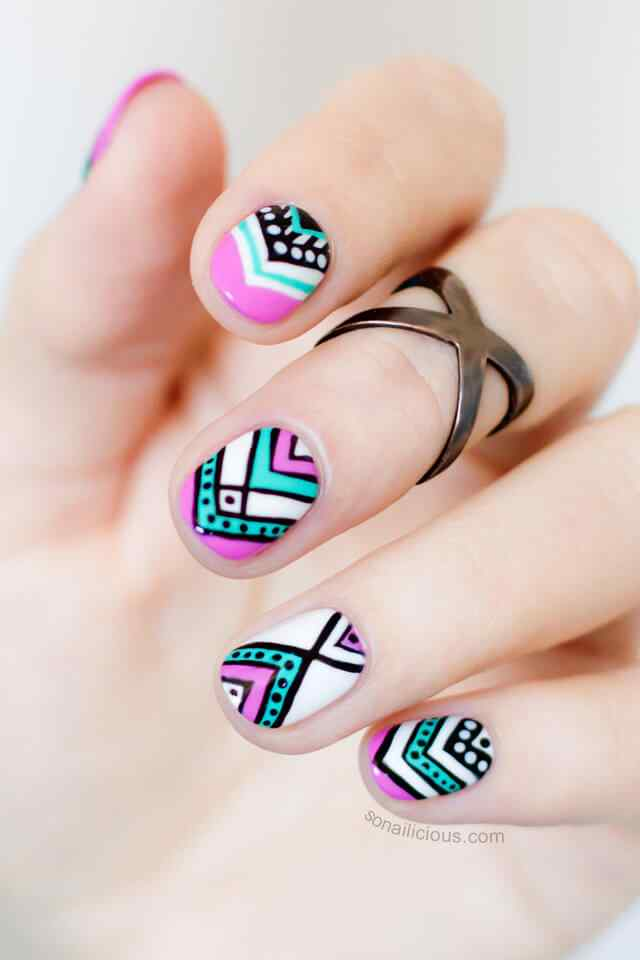 Fuente: http://sonailicious.com/aztec-nail-design-for-short-nails/