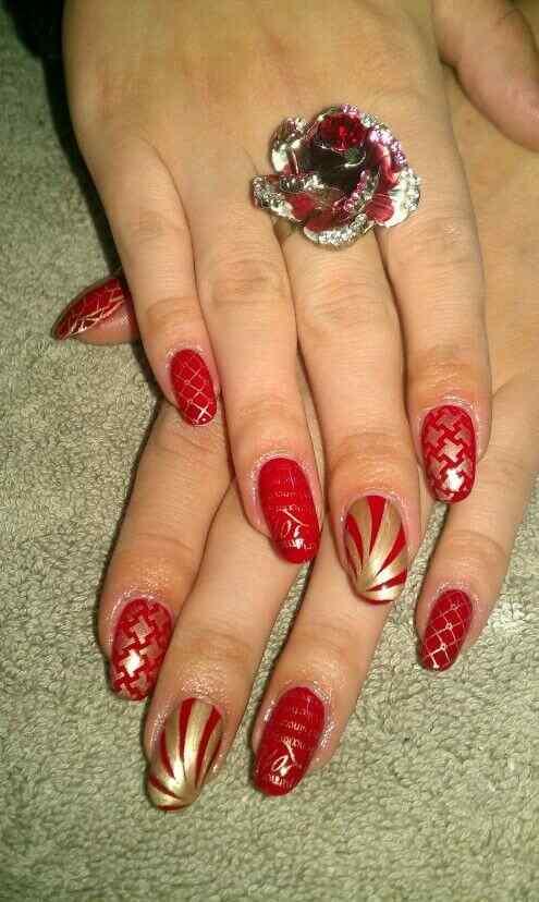 unas decoradas rojo y dorado (3)