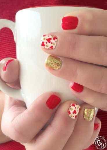 unas pintadas rojo y dorado (1)
