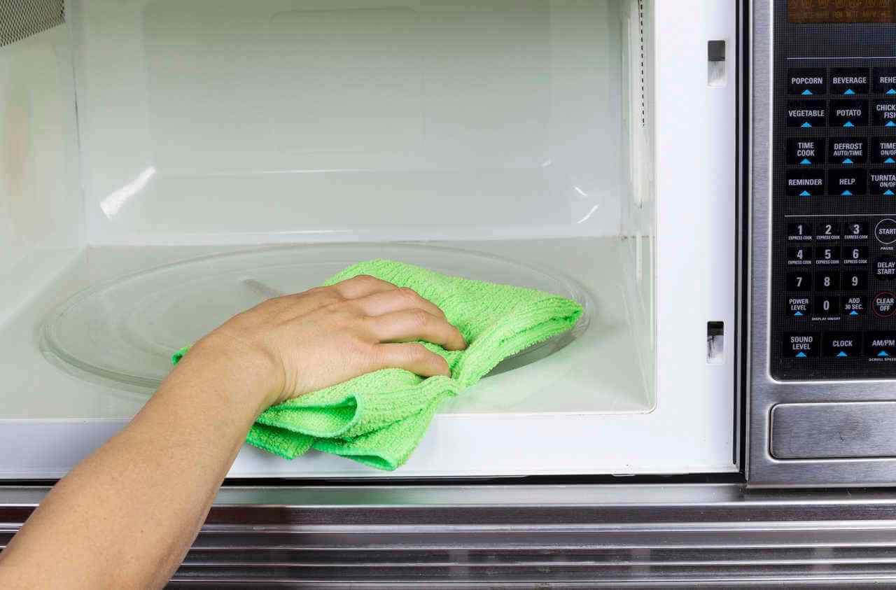 Limpieza-del-microondas-sin-quimicos