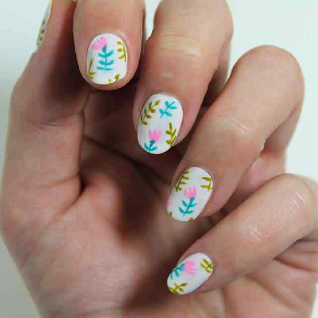 Pintar uñas con flores fáciles