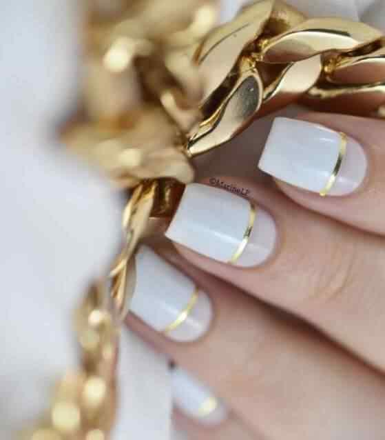 uñas de color blanco