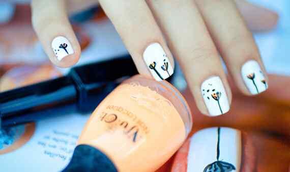 Pintar uñas puede ser una salida laboral