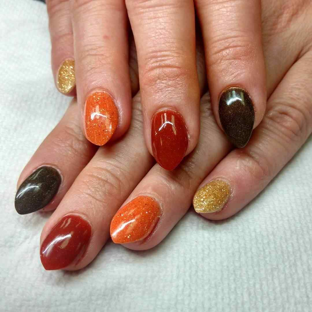 Nails with orange and gold tones