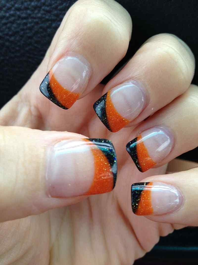 uñas francesas naranja y negras