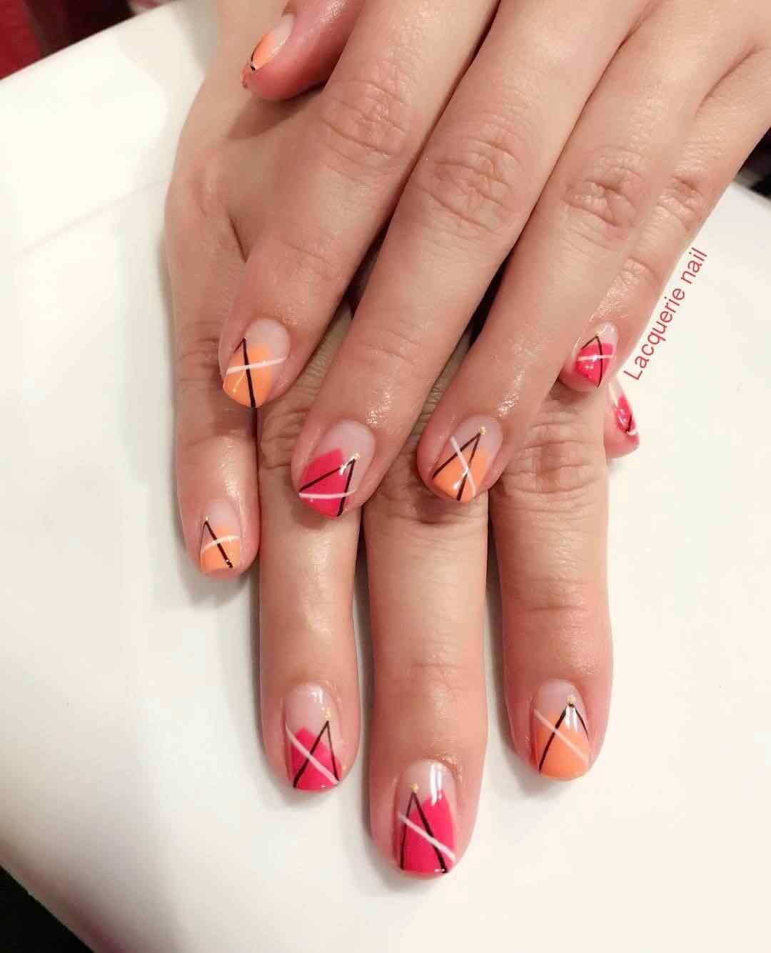uñas naranja decoradas con cinta