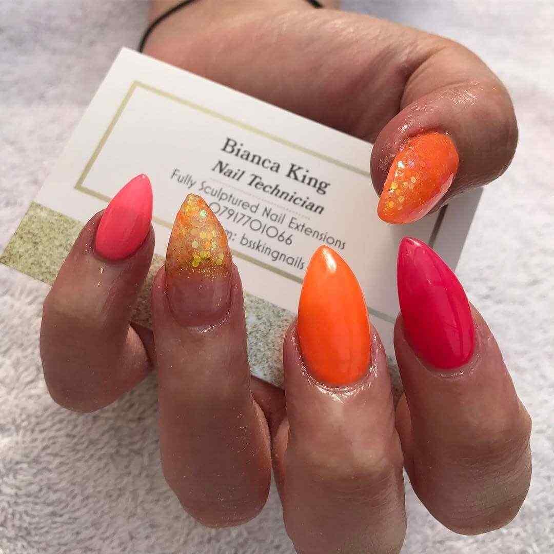 uñas naranja forma almendra