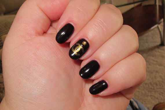 Black-Acrylic-Nails-Designs