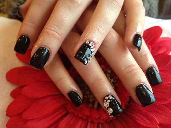 Black-Acrylic-Nails-with-Diamonds