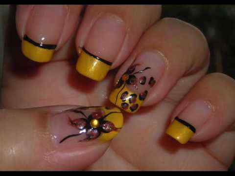 Yellow Nails - Unas amarillas (40)