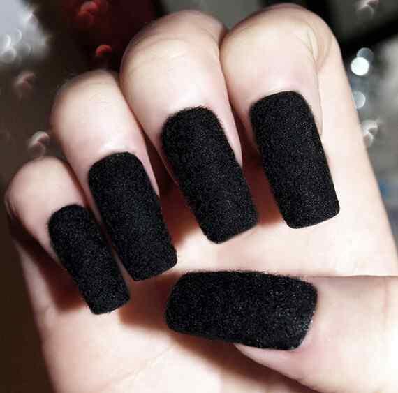 blackest-black-velvet-nails