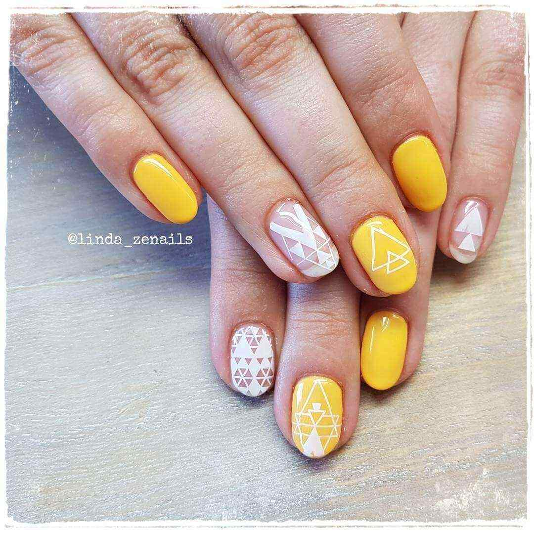 decoracion de uñas amarillas con blanco