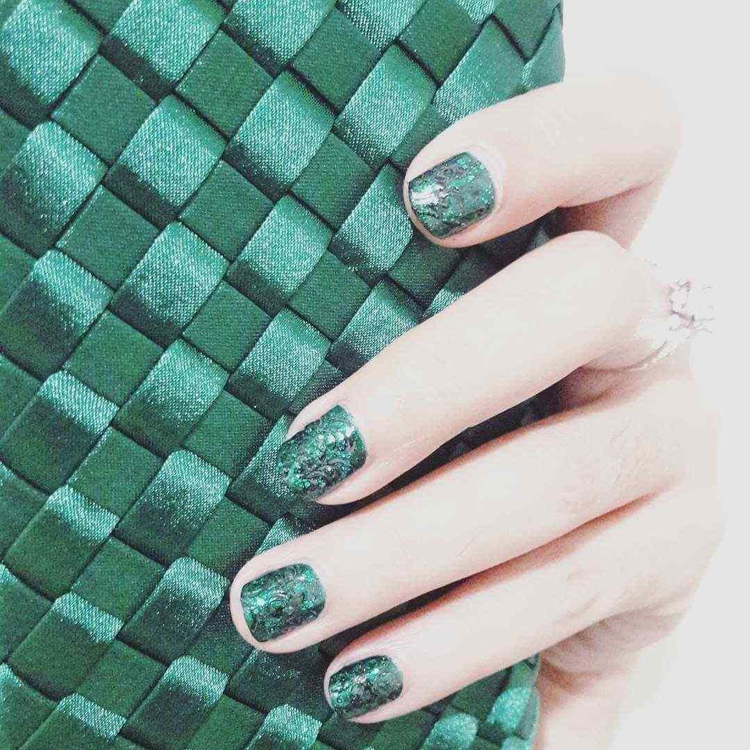 decoracion de uñas verdes