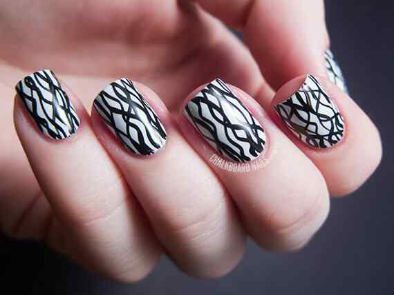 nail-art-designs-elegant-pattern-black-and-white-nails-manicure-art-black-and-white-nail-art