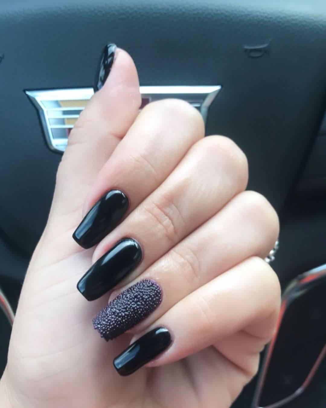 uñas caviar color negro