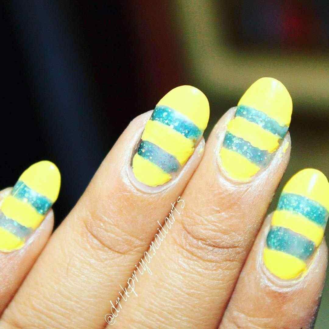 uñas amarillas decoradas con lineas verdes