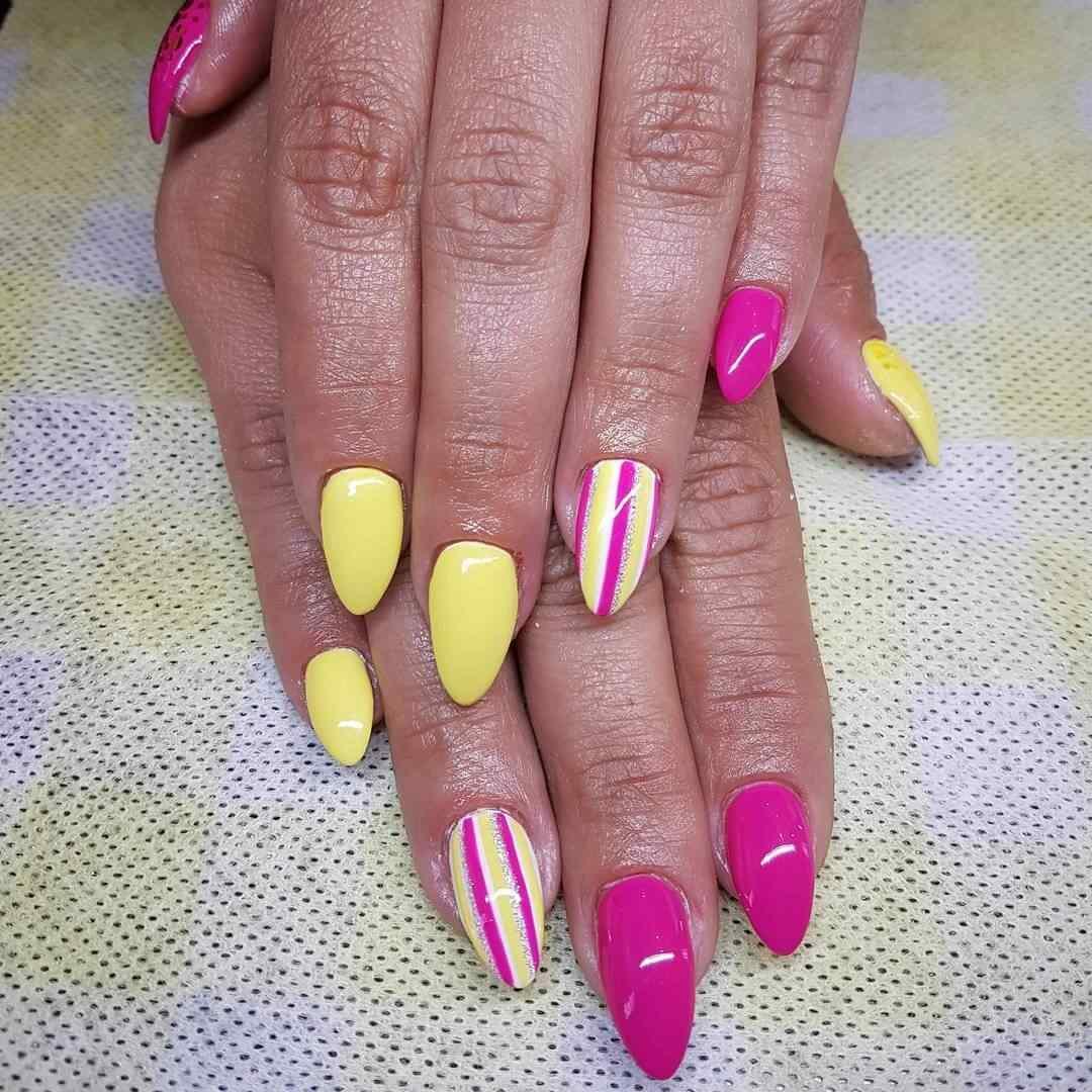 uñas amarillas lineas rosa