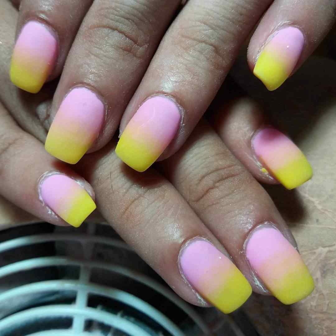 uñas degradadas rosa y amarillo