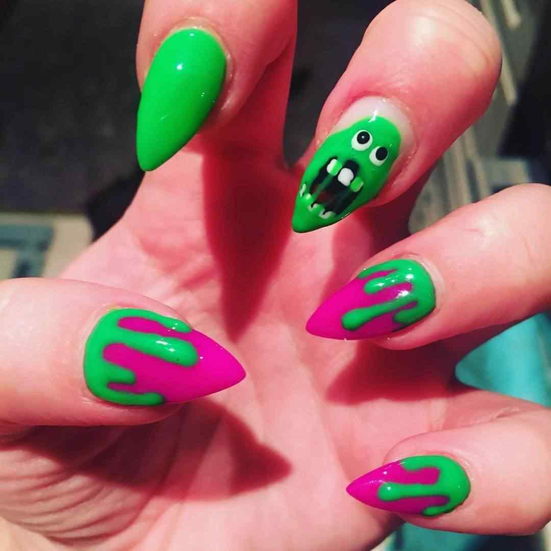uñas de halloween fantasma verde