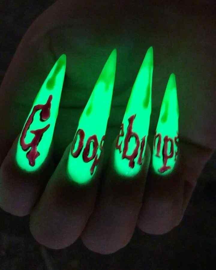 uñas de halloween fluorescentes