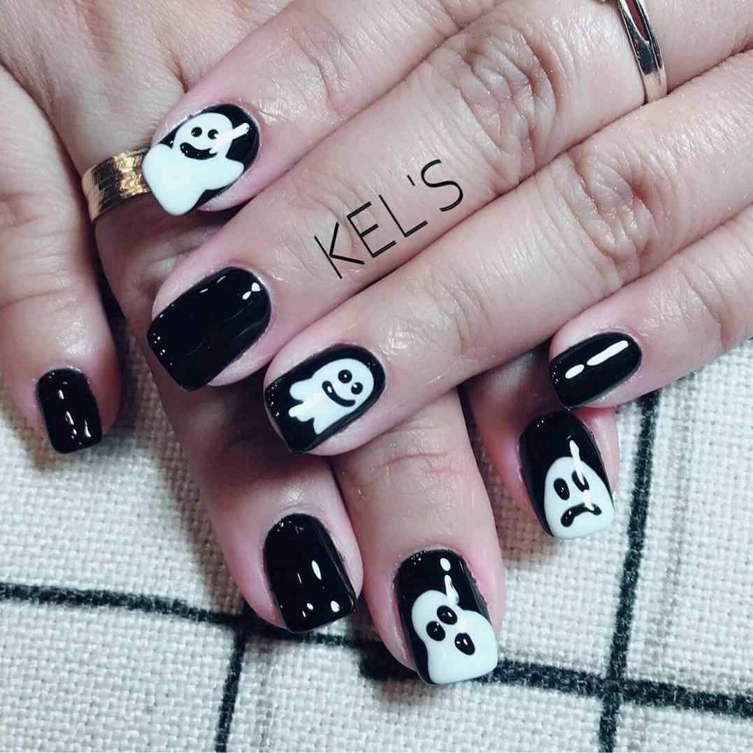 uñas negras para halloween