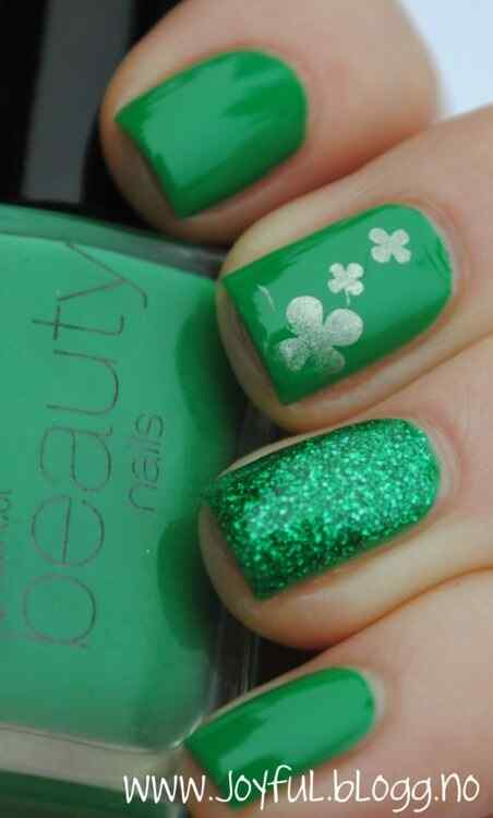 Green nails photos (8)