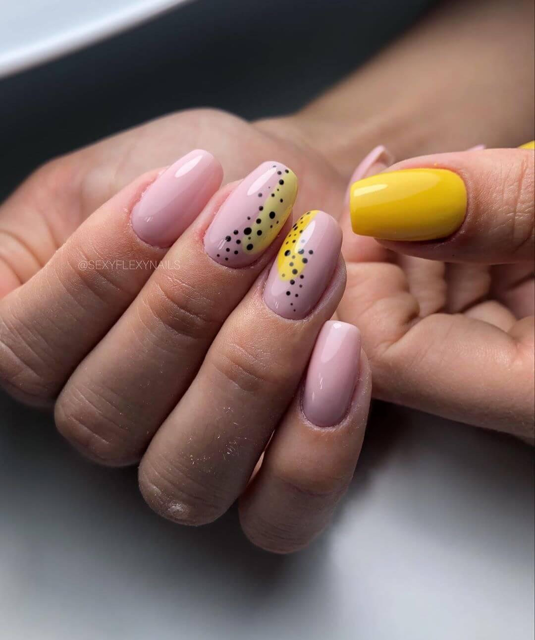 decoracion de uñas con lunares pequeños