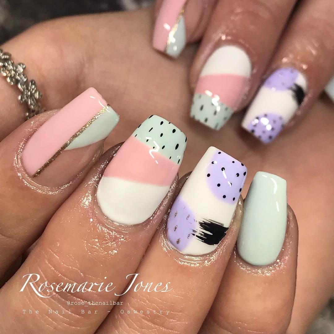 diseño de uñas con puntitos