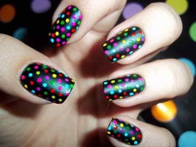 Uñas decoradas con lunares | Decoración de Uñas - Manicura y Nail Art