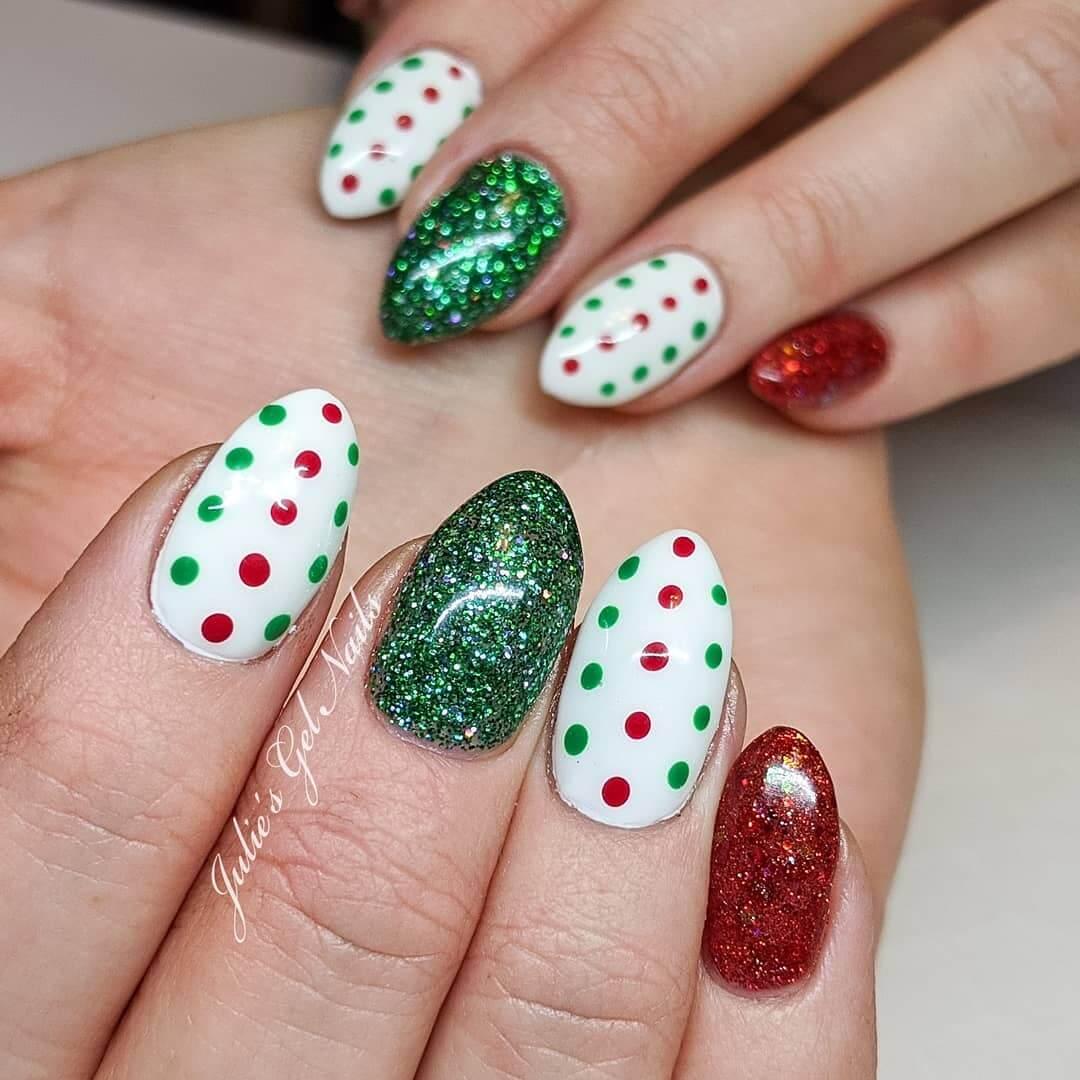uñas con puntos estilo navideñas