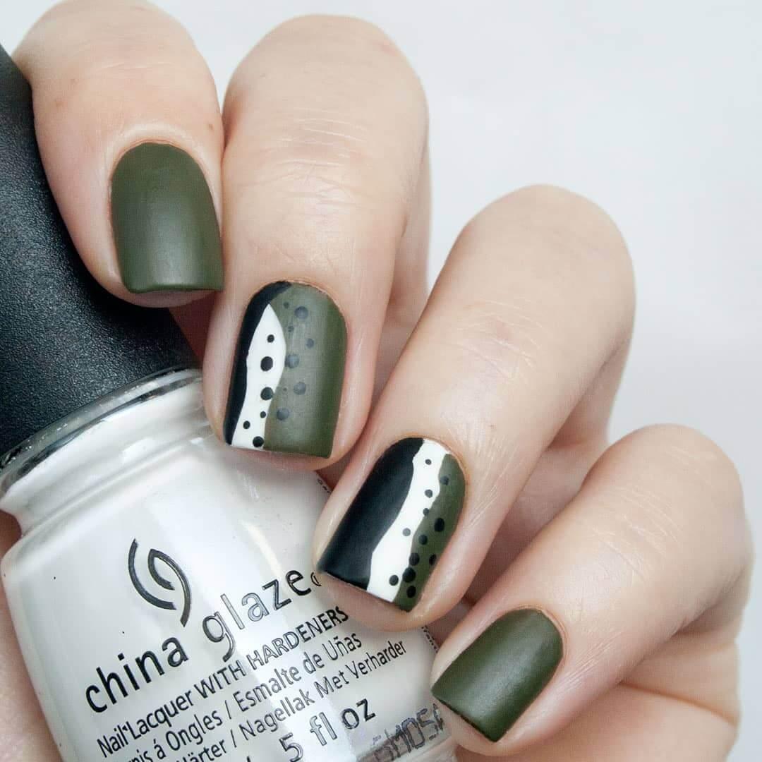 uñas verde mate con puntos