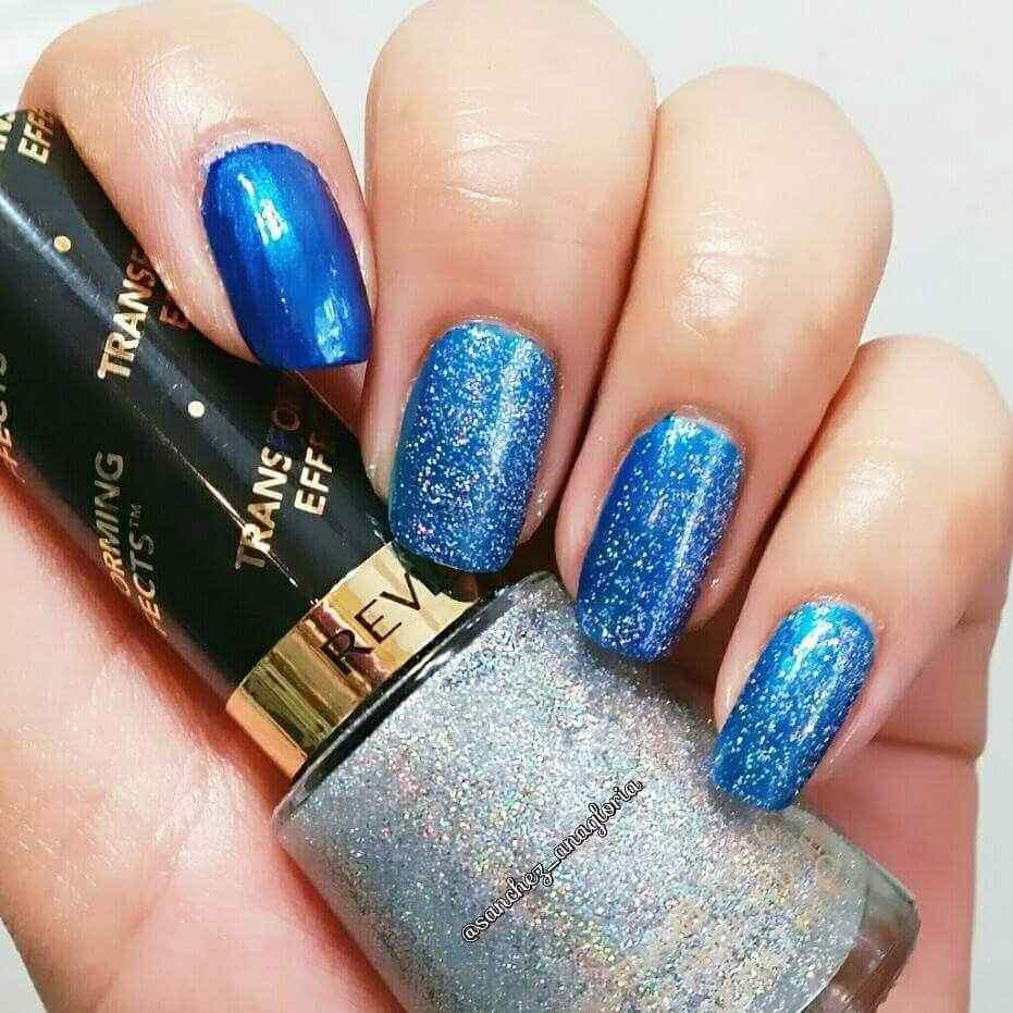 uñas azules con brillos