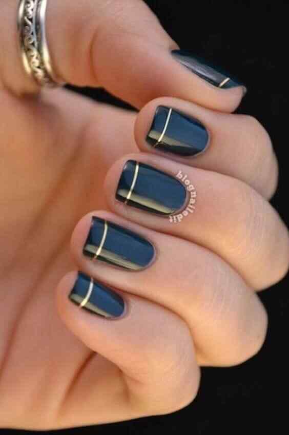 uñas azules con cinta